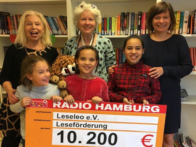 Der Leseleo e.V. erhält eine Spende von 10.200 Euro von Radio Hamburg Hörer helfen Kindern e.V.