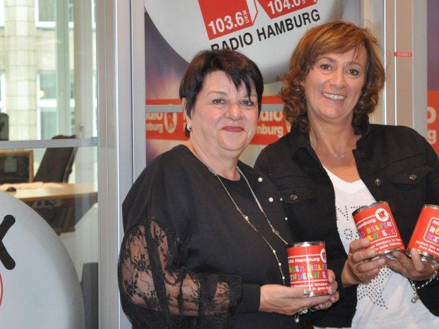 Die Ladys freuen sich über die Einnahmen für Radio Hamburg Hörer helfen Kindern e.V.