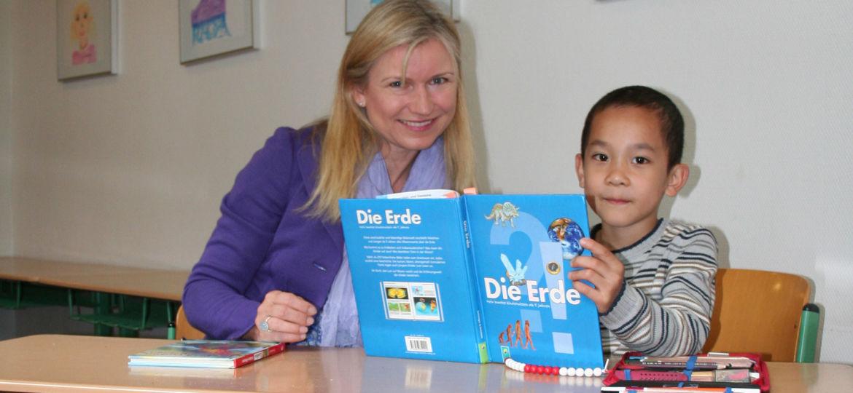 Introbild Leseleo bekommt Spende für 50 Lesekisten von Hörer helfen Kindern