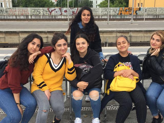 Introbild Mädchentreff Kirchdorf-Süd beim Sommerferienprogramm finanziert durch Hörer helfen Kindern