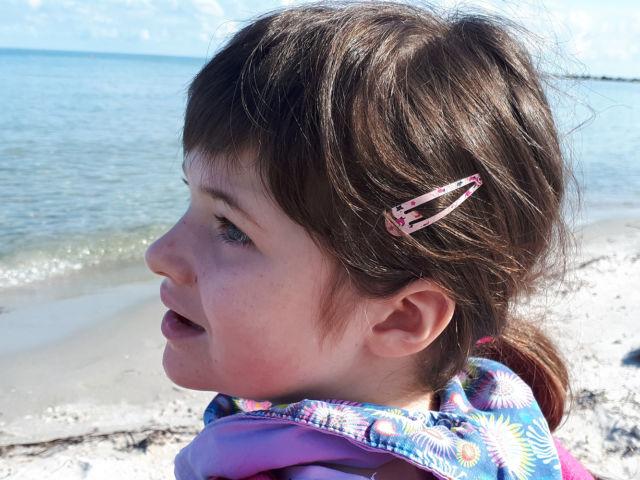 Hörer helfen Kindern Weihnachtssammlung Fall 1 Ein Strandrohlstuhl für Klara