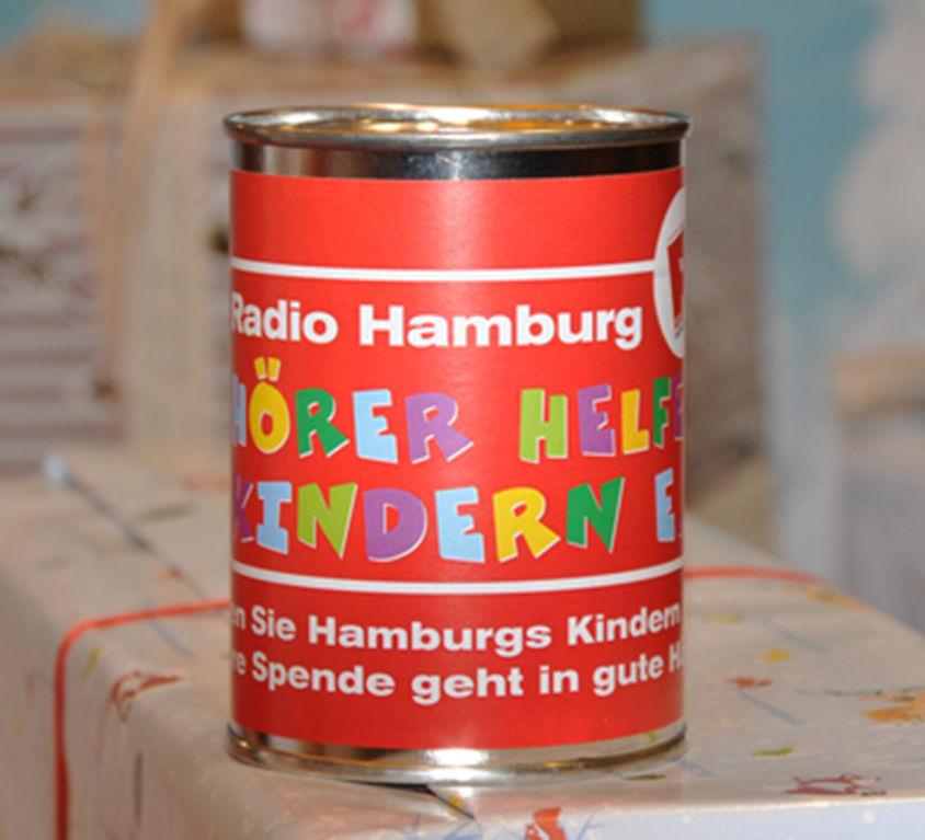 Weihnachtliche Hörer helfen Kindern Spendendosen