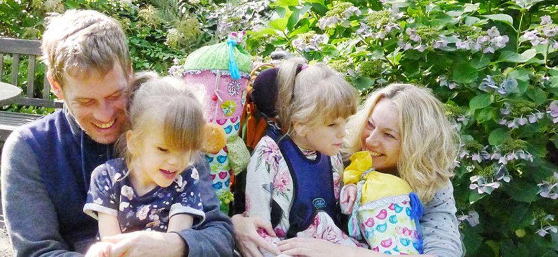 Introbild Hörer helfen Kindern Weihnachtssammlung Trampolin, Wickeltisch, Nestschaukel für Enie und Luna
