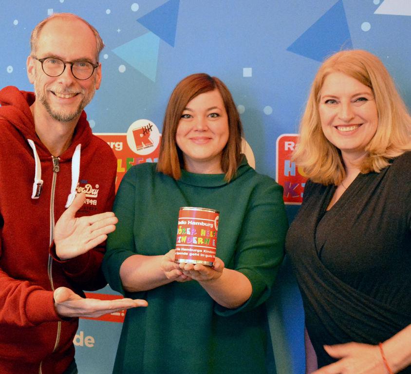 Introbild Katharina Fegebank eröffnet den Hörer helfen Kindern Spendenmarathon 2019