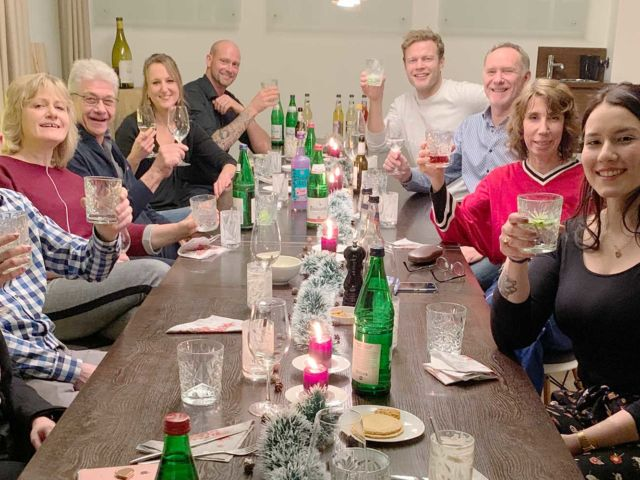 Introbild Stübis Weihnachtsdinner für Hörer helfen Kinder
