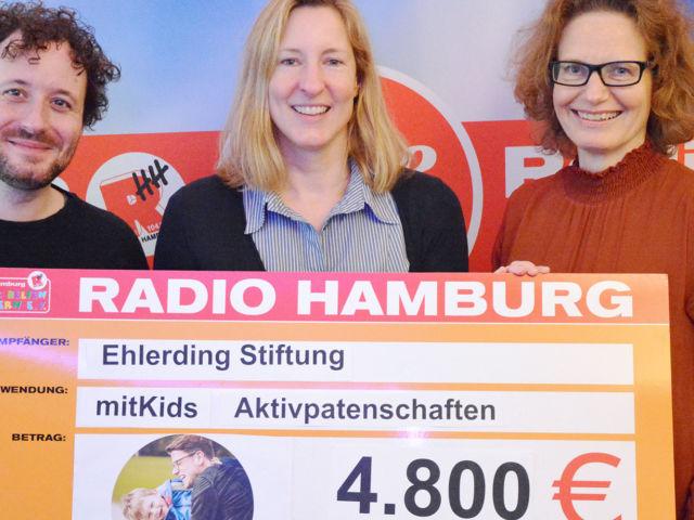 Introbild Scheckübergabe von Hörer helfen Kindern an Ehlerding Stiftung