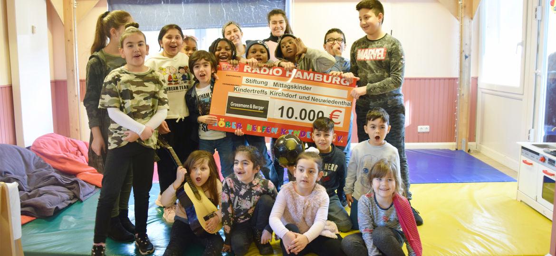 Introbild Stiftung Mittagsbilder Scheckübergabe Hörer helfen Kindern