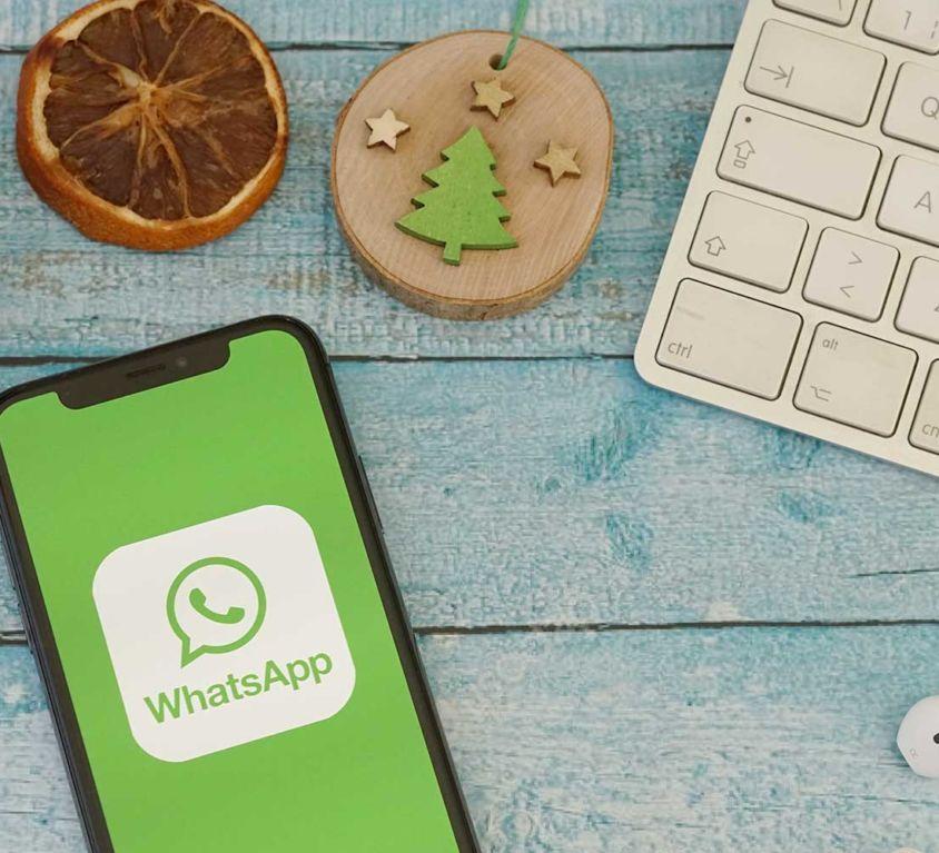 Introbild WhatsApp Spendengrüße in der Hörer helfen Kindern Weihnachtssammlung