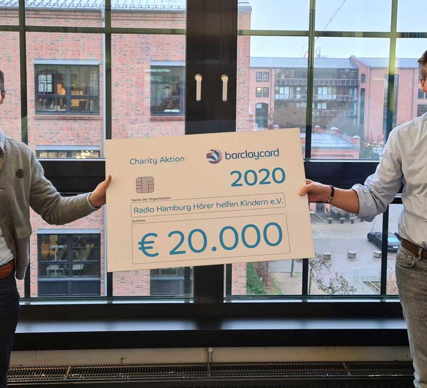 Introbild Barclaycard übergibt Spende an Hörer helfen Kindern