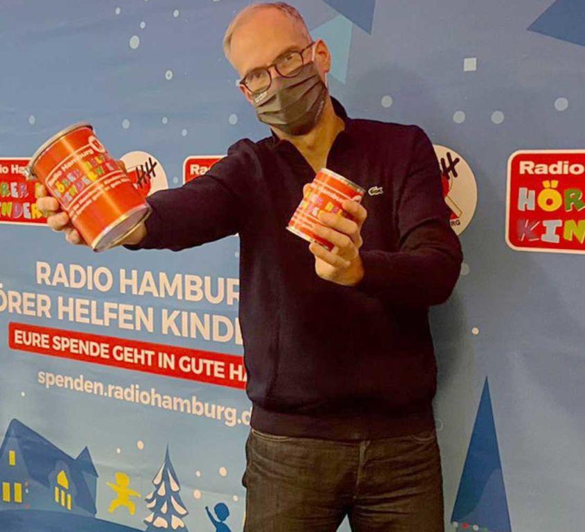 Introbild John Ment und Laura Winter aus der Radio Hamburg Morningshow eröffnen den Hörer helfen Kindern Spendenmarathon 2020