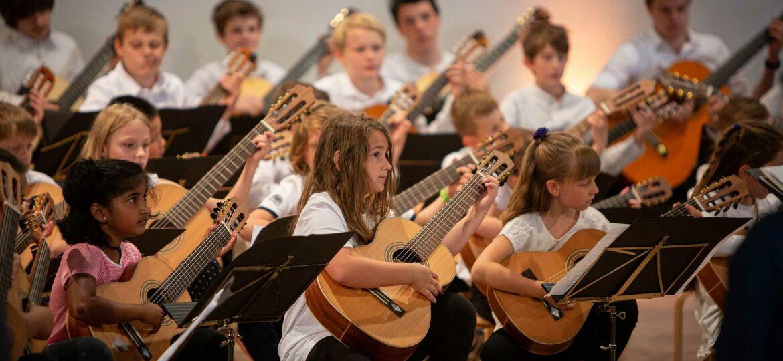 Introbild Gitarrenunterricht für Billstedt finanziert durch Hörer helfen Kindern