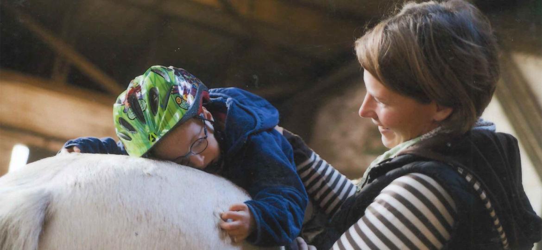 Introbild Niklas heilpädagogische Reittherapie durch Hörer helfen Kindern